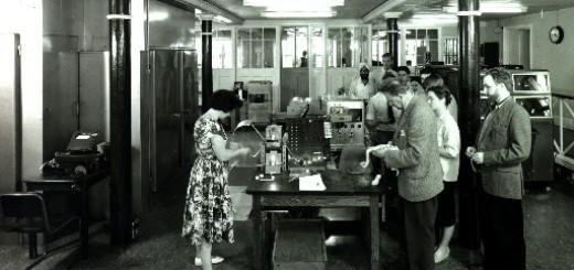 EDSAC II, 10th May 1960, user queue. Courtesy of Wikipedia - http://en.wikipedia.org/wiki/File:EDSAC_2_1960.jpg
